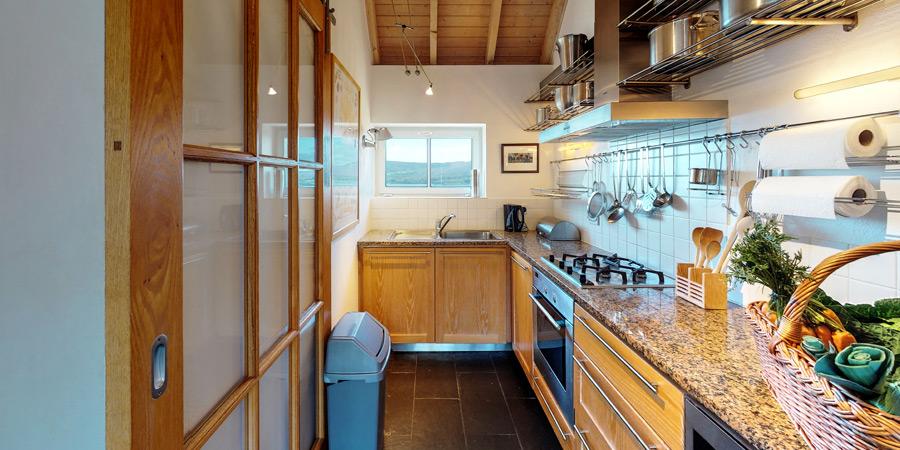ballyvonane-house-kitchen(2)interior-3-900x450