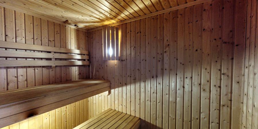ballyvonane-house-sauna-interior-3-900x450