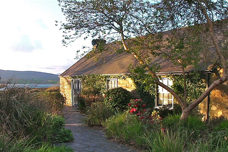 carbery-house-2-dunmanus-bay-co-cork-holiday-home-exterior-900x600
