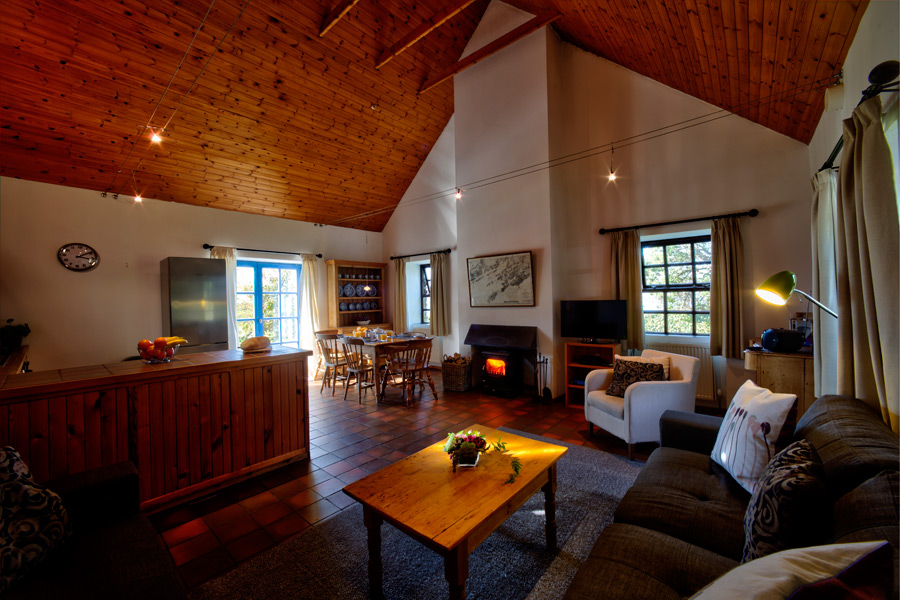 carbery-house-3-living-room-dunmanus-bay-co-cork-holiday-home-900x600