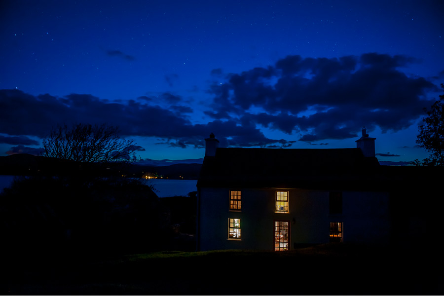 cashelfean-house-1-dunmanus-bay-co-cork-holiday-home-night-view-900x600