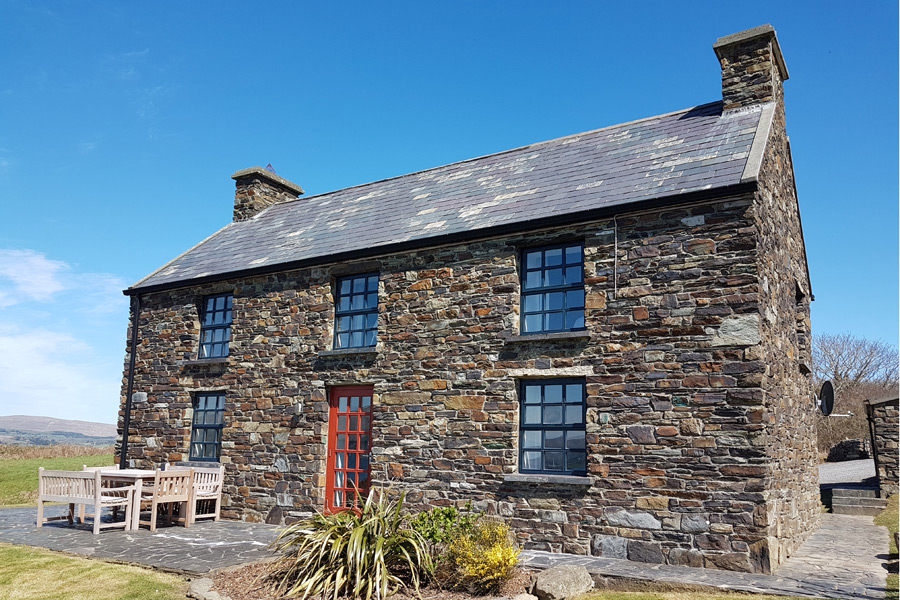 cashelfean-house-2-dunmanus-bay-co-cork-holiday-home-lexterior-900x600
