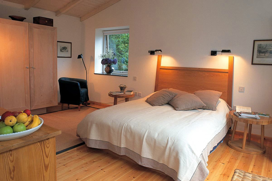 holly-house-glengarriff-co-cork-holiday-home-bedroom-900x600