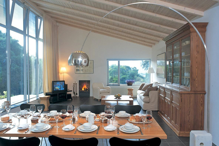 holly-house-glengarriff-co-cork-holiday-home-dining-living-room-900x600