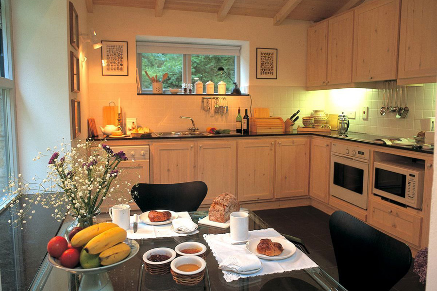holly-house-glengarriff-co-cork-holiday-home-kitchen-900x600