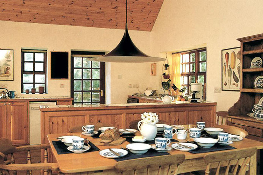 maple_house-glengarriff-dining-room-kitchen-900x600
