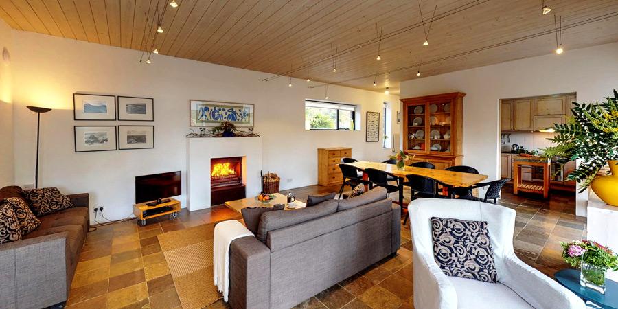 silver-birch-house-sittings-room-900x450