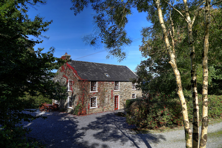 carbery-house-1-dunmanus-bay-co-cork-holiday-home-exterior-900x600
